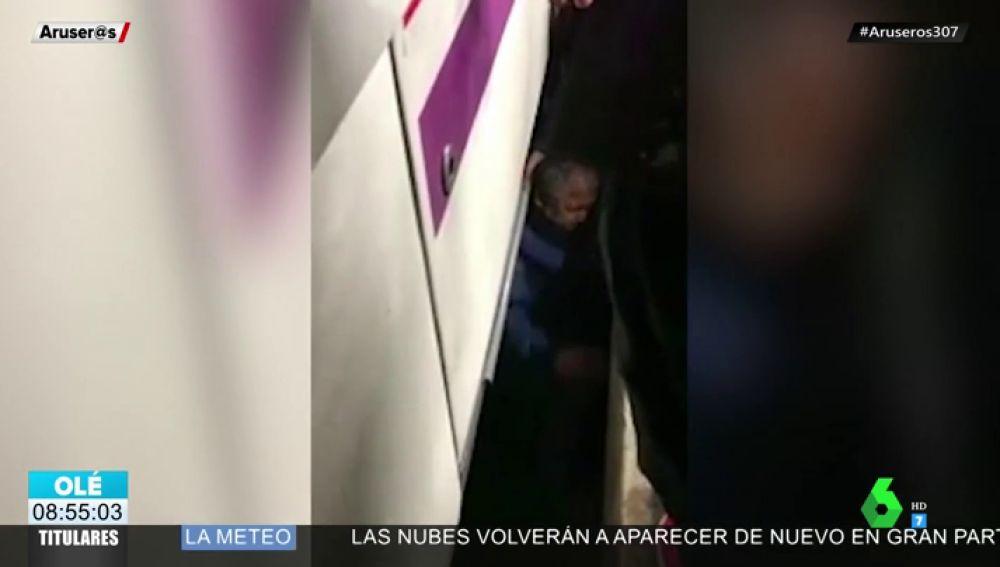 Un hombre se cae a las vías de un cercanías de Madrid y los viajeros le salvan la vida