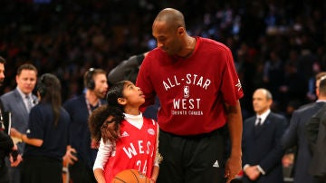 Kobe Bryant y su hija Gianna en en el All Star 2016
