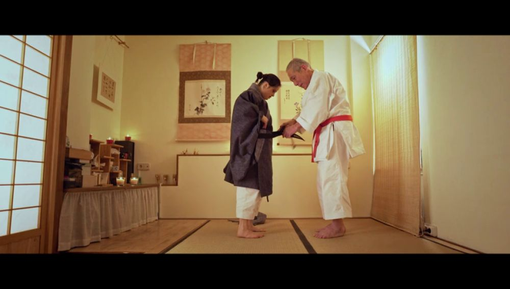 """El maestro Ishimi le pone el cinturón negro a Andrea: """"Ya lo has conseguido"""""""