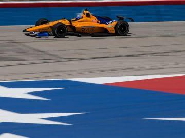 Fernando Alonso en un vehículo de la Indycar Series