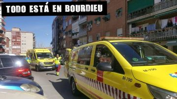Personal de emergencias del 112 en el escenario del crimen machista en Fuenlabrada.