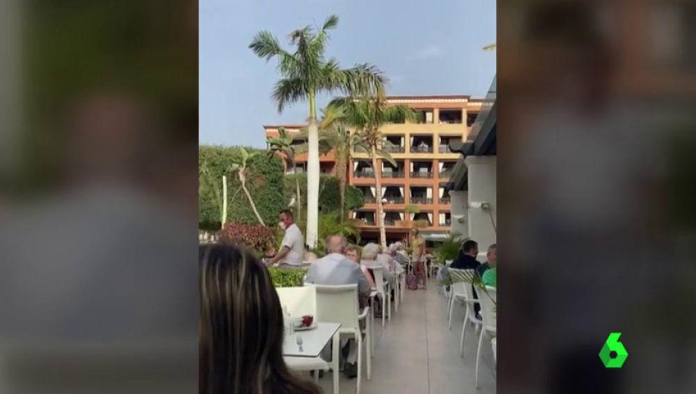 """Las lágrimas de una trabajadora del hotel de Tenerife en cuarentena por coronavirus: """"Estamos agotados"""""""