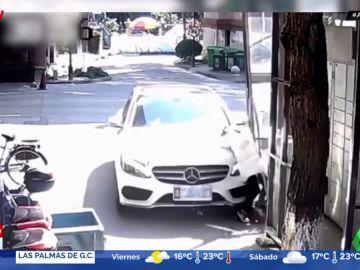 Una madre atropella a su hija al pisar por error el acelerador en vez del freno