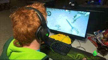 Imagen de un joven jugando