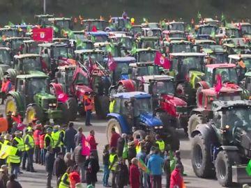 Los tractores de los agricultores toman León y Santander en una nueva protesta