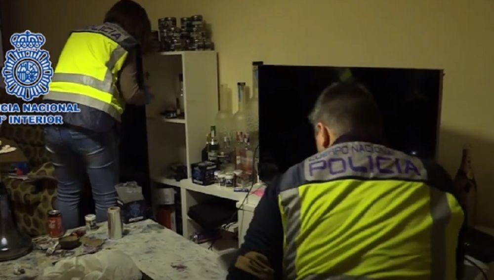 Imagen de la Policía Nacional en el momento de la detención de esta banda criminal.