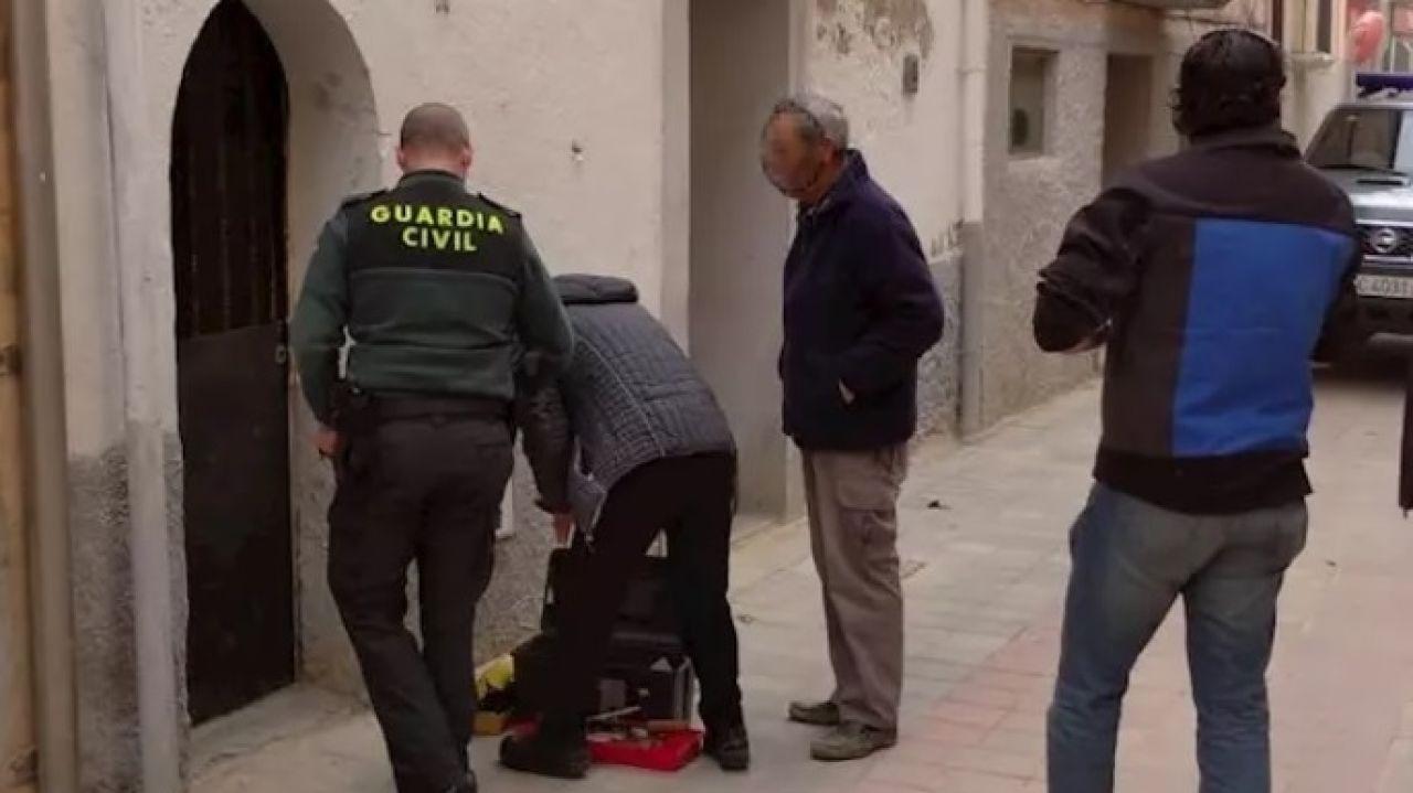 Un cerrajero abre el domicilio en el que estaba atrapada una mujer de 96 años en Marcilla
