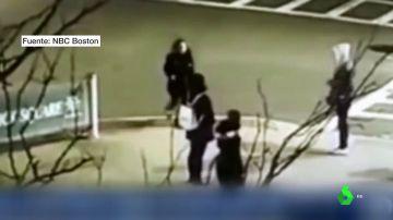 Imagen de la agresión captada por una cámara de seguridad