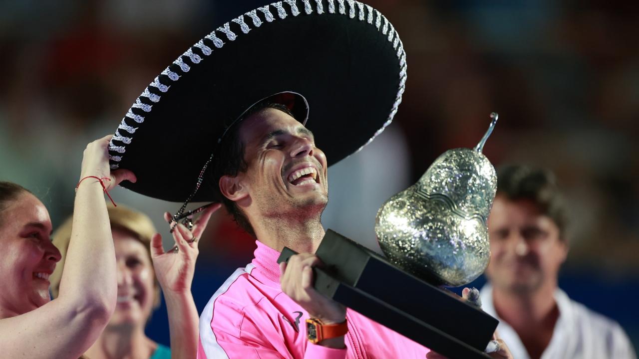 Rafa Nadal, con el trofeo del torneo de Acapulco
