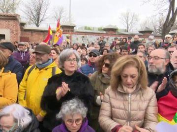 Miguel Hernández contra el olvido: protestas en la Almudena para restituir el memorial de las víctimas de la dictadura