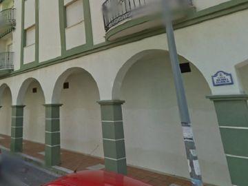 Vista general de la calle Dolores Ibárruri de Salobreña, donde se han producido los hechos.