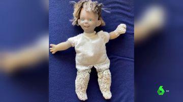Una muñeca repleta de miles de gusanos marinos, la espeluznante imagen que deja la contaminación del Mar Menor