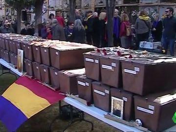 Emoción y Alivio en Paterna durante la entrega de restos de familiares fusilados durante el franquismo
