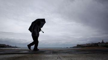 Imagen de archivo de una persona con un paraguas