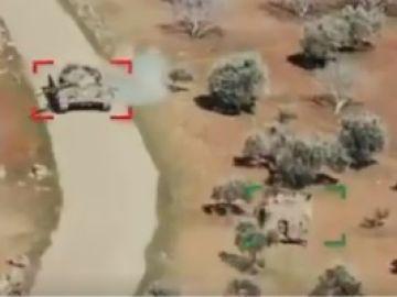 El insólito (y desigual) combate entre dos tanques en plena guerra en Siria