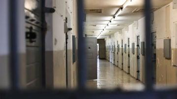 Interior de una galería de una cárcel
