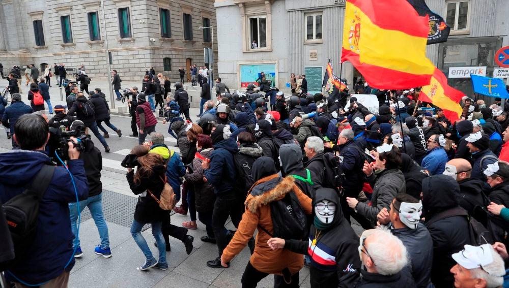 Manifestación de policías y guardias civiles ante el Congreso
