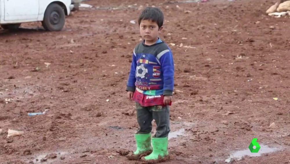 """""""Está la gente muriéndose"""": las duras imágenes del día a día de miles de refugiados sirios en la frontera turco-griega"""