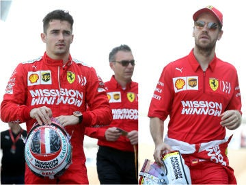 Charles Leclerc y Sebastian Vettel durante los test en Montmeló