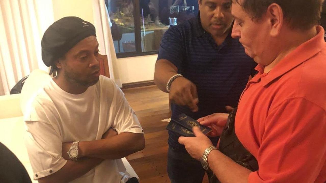 Ronaldinho, en el momento de su detención