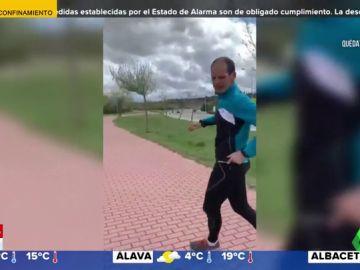 runner ataca chica