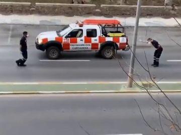 Protección Civil de Cartagena baila el 'Hola Don Pepito, Hola Don José' para animar a los vecinos confinados