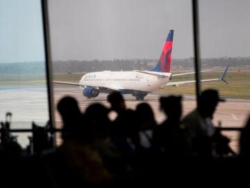 Los aeropuertos de la República Dominicana comenzaron a sentir los efectos de la expansión del coronavirus la semana pasada; a día de hoy el Gobierno del país ya los ha cerrado