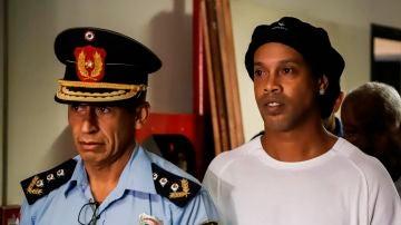 Ronaldinho, tras ser detenido
