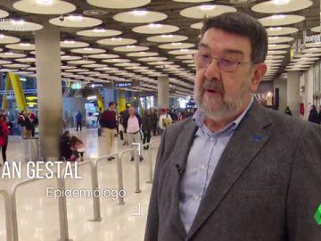 """Juan Gestal, epidemiólogo: """"El coronavirus va en las gotitas que todos lanzamos al hablar, al toser o al estornudar"""""""