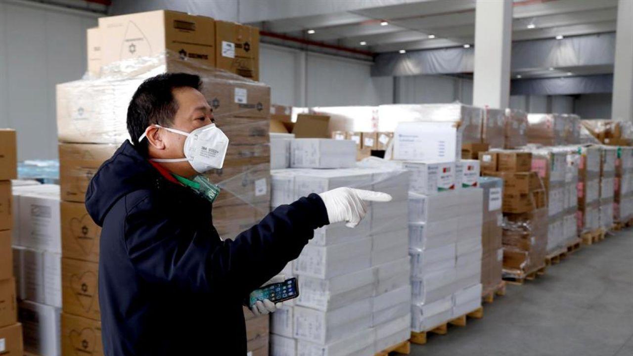 China dona suministros sanitarios para la región de Lombardía, afectada por coronavirus, en Italia