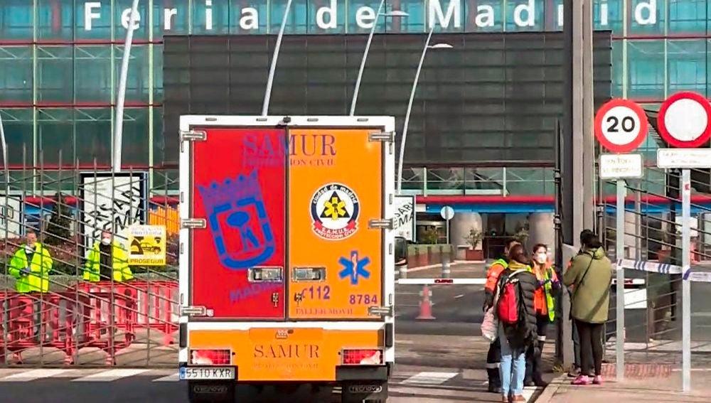 Una ambulancia frente a IFEMA, espacio habilitado como hospital por la crisis de coronavirus
