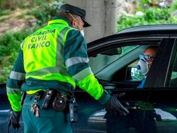 Un control de la Guardia Civil por el estado de alarma