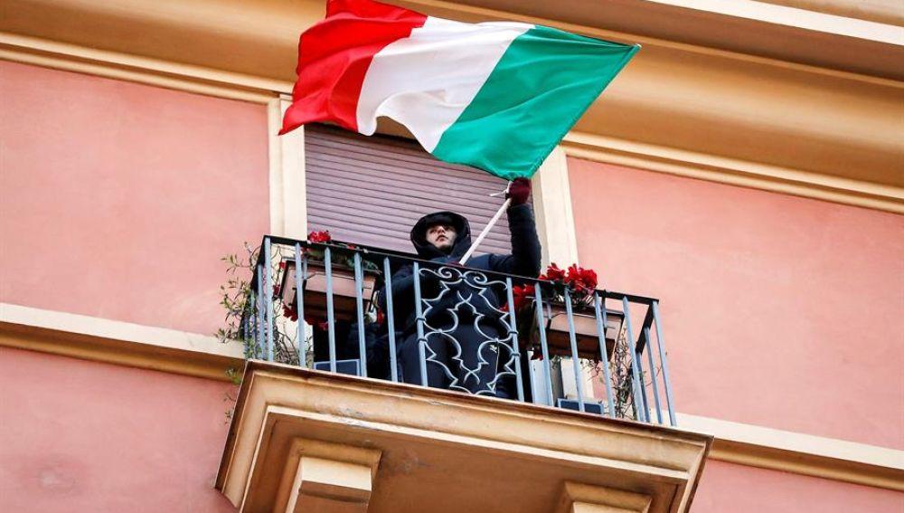 Muestras de apoyo en Italia contra el coronavirus