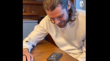 Jugadores del Bolonia llamando a sus aficionados