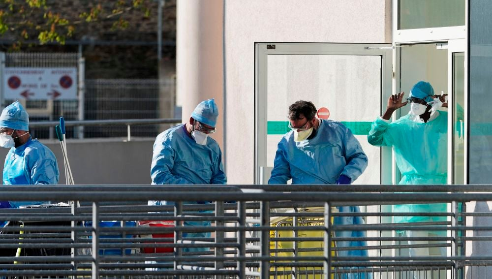 Sanitarios franceses en un hospital de Francia