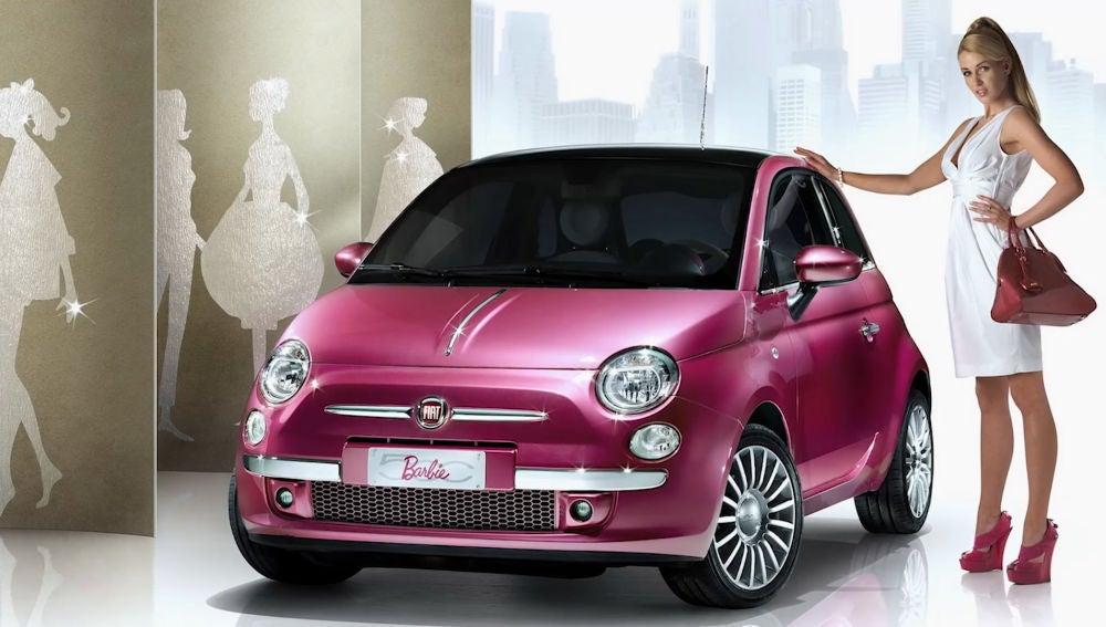 Fiat 500 con decoración de Barbie