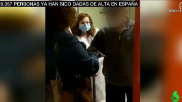 Un anciano se reencuentra con su familia en La Paz