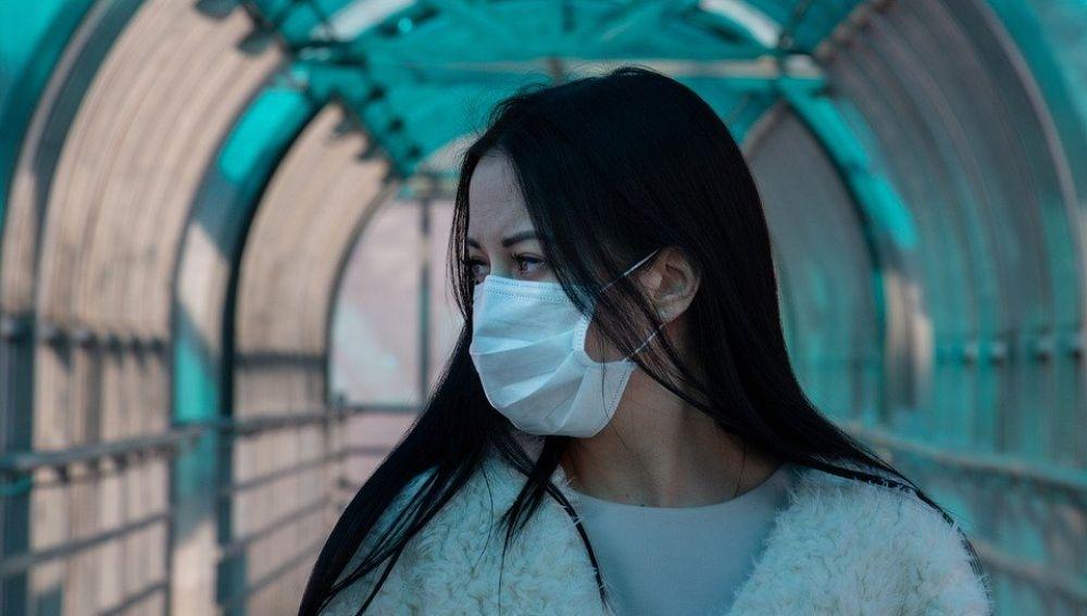 La OMS recomienda que usar las mascarillas junto con otras medidas más eficientes como la distancia social