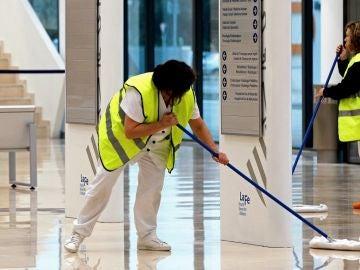 Imagen de mujeres limpiando