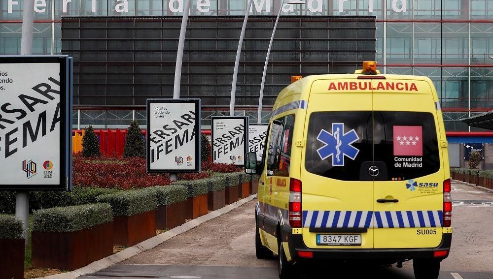 Imagen de una ambulancia a las puertas de Ifema