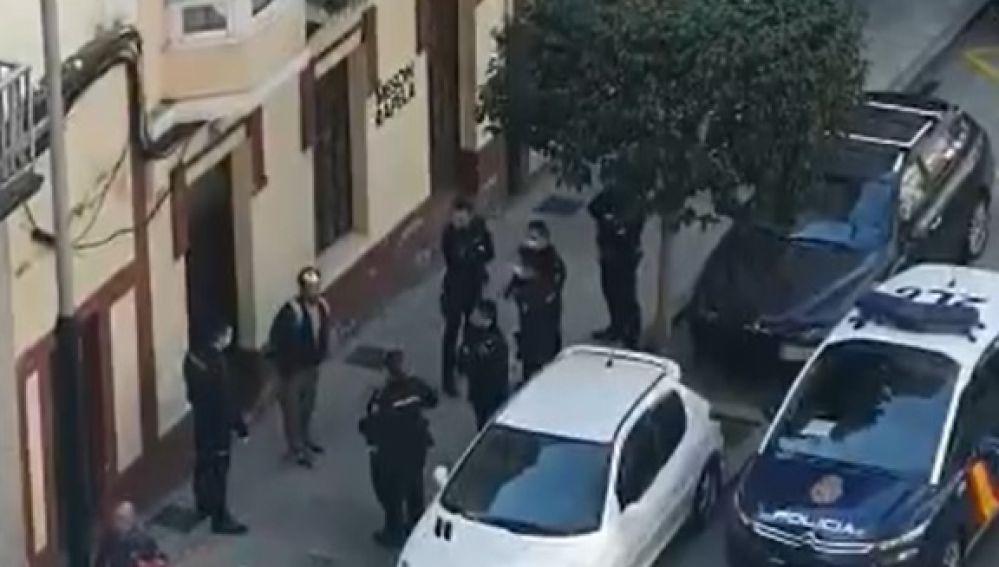 Desalojan un mesón al que los clientes accedían con contraseña desde una puerta lateral en Ferrol
