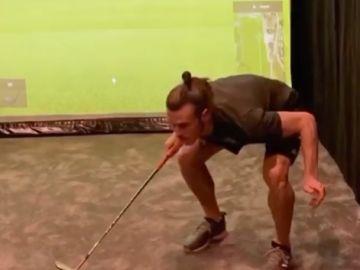Gareth Bale realizado distintos trucos con una pelota de golf