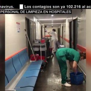 Sin protección y rodeados de material contaminado: así trabajan los equipos de limpieza en los hospitales