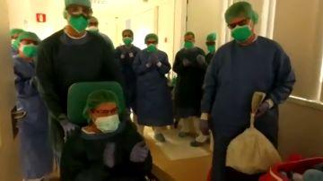 Buenas noticias en Igualada: una sanitaria con coronavirus sale de la UCI entre aplausos de sus compañeros