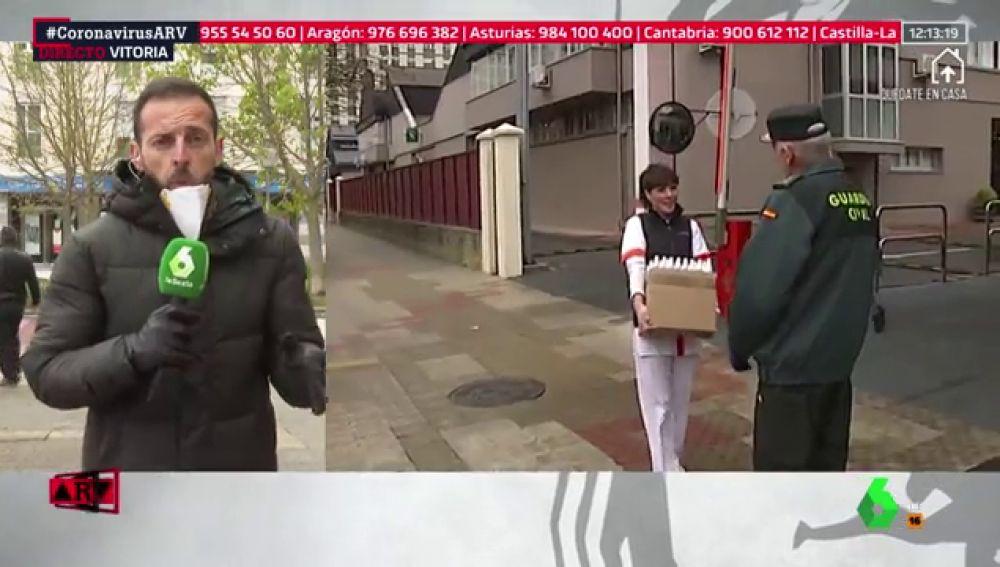 Los comercios de Sansomendi (Vitoria) donan mascarillas y geles a la Guardia Civil
