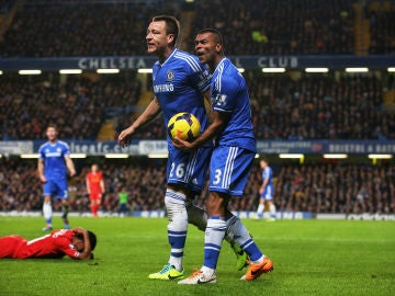 Ashley Cole junto a Terry