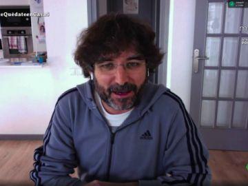 """Jordi Évole confiesa a Sabina el mensaje que le envió a Serrat tras su caída del escenario: """"Creo que no le hizo gracia"""""""