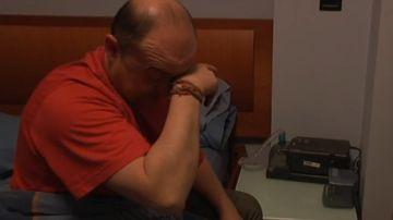 Imagen de una persona con dificultades para dormir durante el confinamiento
