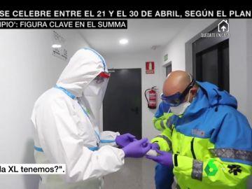 'El hombre limpio', así es la persona que vigila que los sanitarios del SUMMA no se contaminen por coronavirus mientras salvan vidas