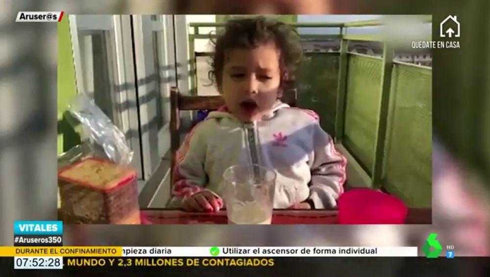 """El divertido vídeo de Sofía, la niña de tres años que no quiere hacer los deberes porque """"no le da la vida y está muy liada"""""""